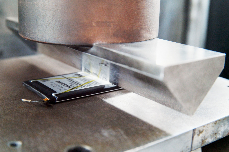 10-8-point-battery-safety-check-durability-test-edge-bar-tes-1.jpg